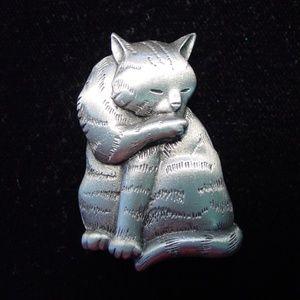 🆕 'Cat Grooming' Pin Brooch